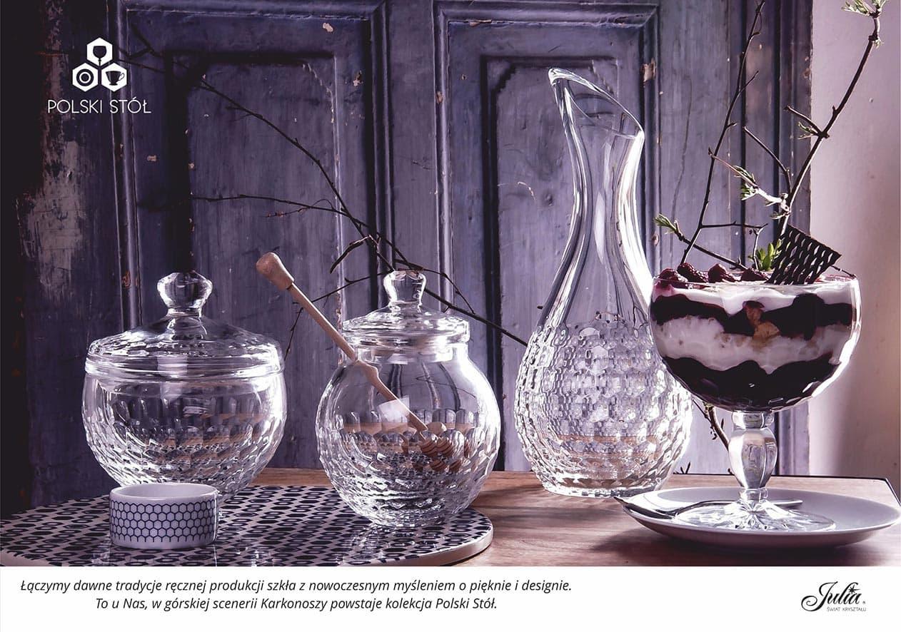 Łączymy dawne tradycje ręcznej produkcji szkła z nowoczesnym myśleniem o pięknie i designie. To u Nas, w górskiej scenerii Karkonoszy powstaje kolekcja Polski Stół