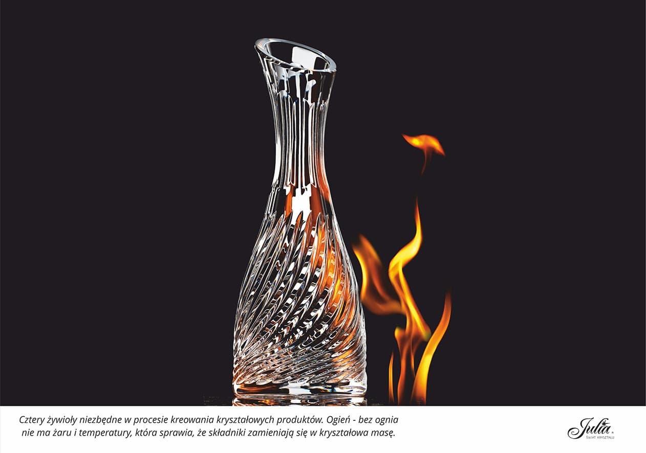 Cztery żywioły niezbędne w procesie kreowania kryształowych produktów. Ogień – bez ognia nie ma żaru i temperatury, która sprawia, że składniki zamieniają się w kryształową masę