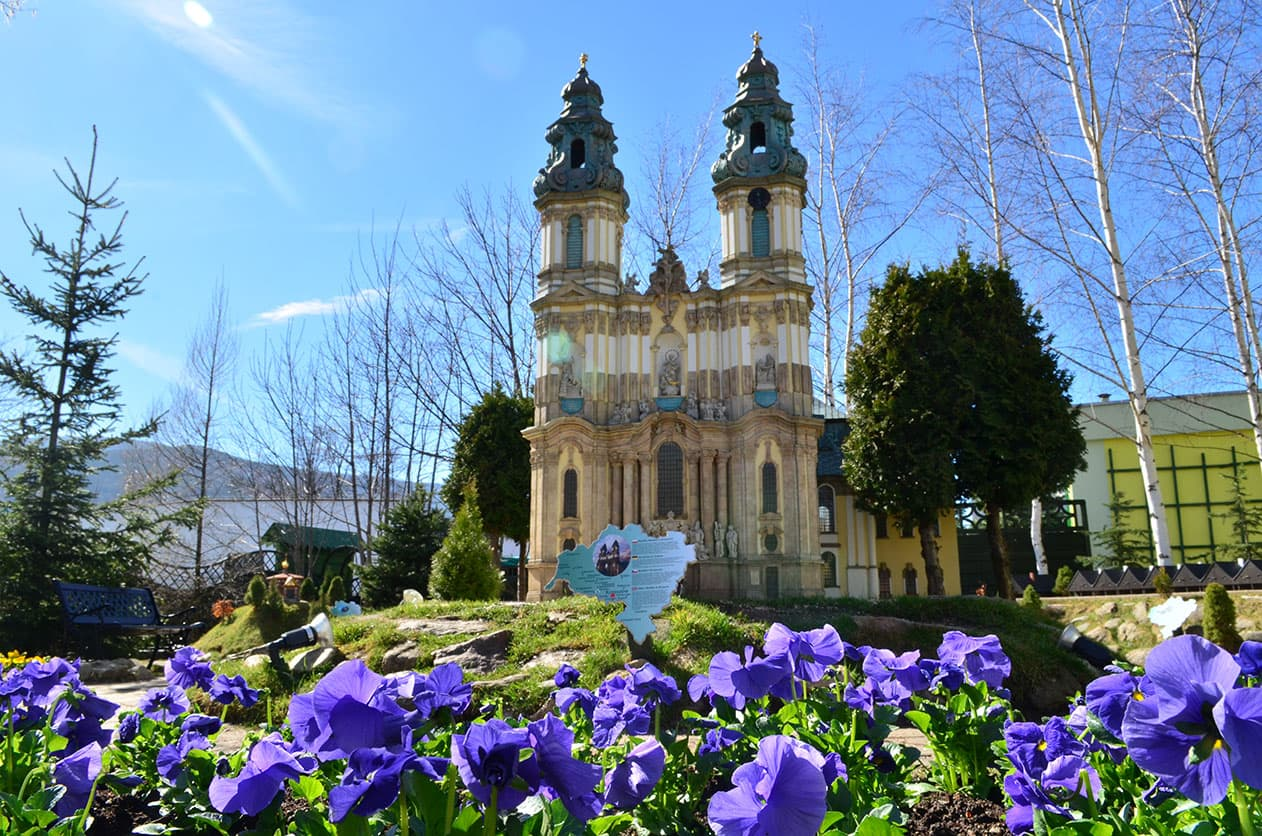 Park Miniatur - Bazylika Mniejsza w Krzeszowie. SunSeasons24