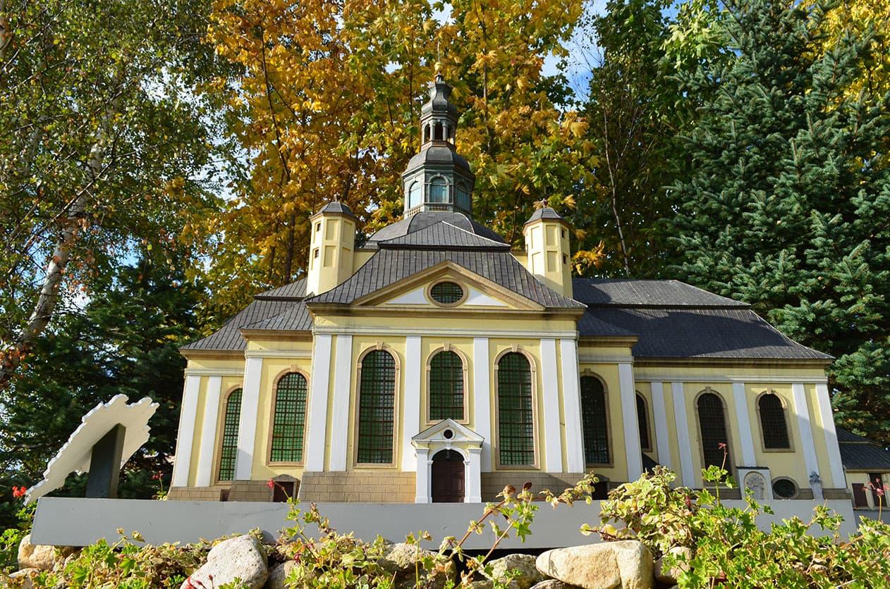 Park Miniatur - Kościół Garnizonowy w Jeleniej Górze. SunSeasons24