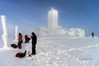 Na grani Karkonoszy obok Śnieżnych Kotłów zdjęcie Krzysztof Siwa blog SunSeasons24