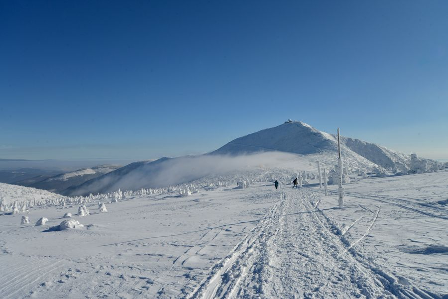 Śnieżka z Równi pod Śnieżką zdjęcie Krzysztof Siwa blog SunSeasons24