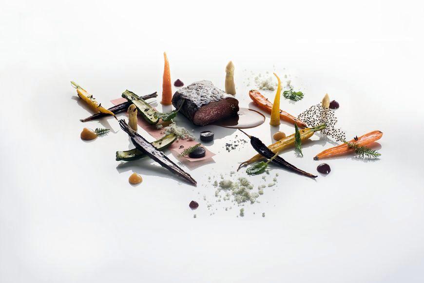 Comber z sarny z karmelizowanymi warzywami i musem cytrynowym zdjęcie Wiesław Jurewicz blog SunSeasons24