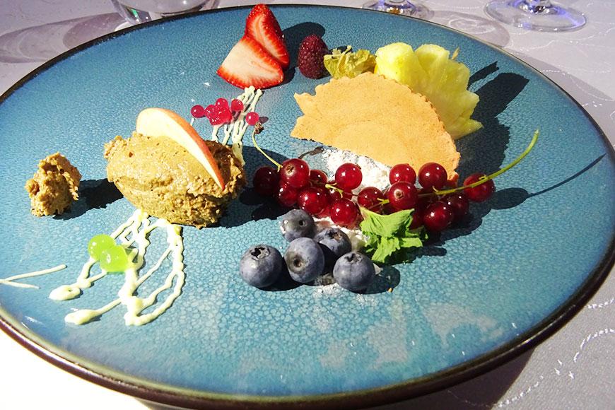 Mus czekoladowo migdałowy z owocami zdjęcie Barbara Jakimowicz-Klein blog SunSeasons24