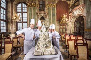 Sala Maksymiliana Zamek Książ replika tortu przygotowanego na otwarcie wystawy Książ od kuchni zdjęcie Wiesław Jurewicz blog SunSeasons24