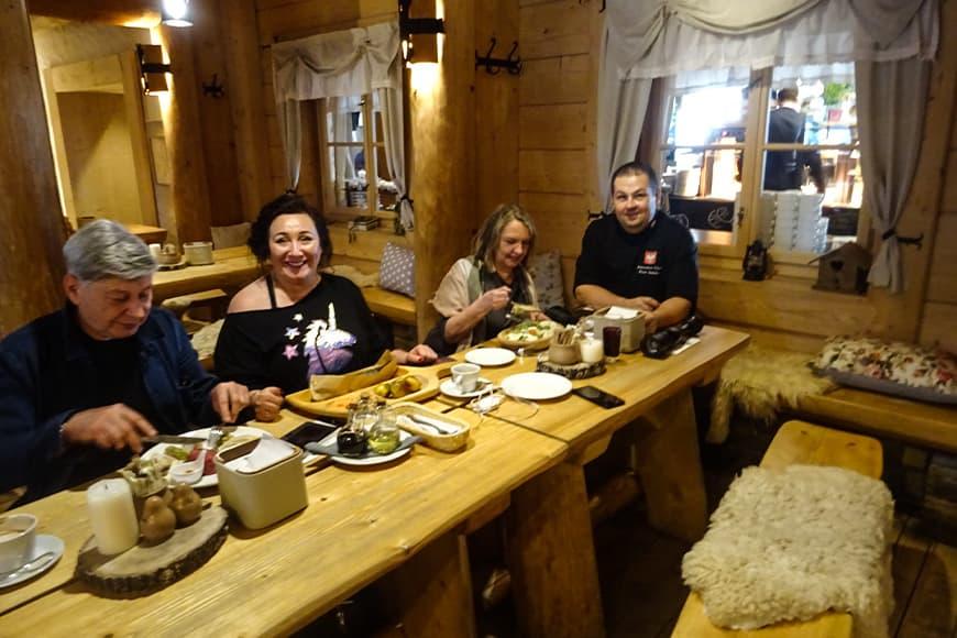 Szef kuchni Piotr Sabala po prawej zdjęcie Barbara Jakimowicz-Klein blog SunSeasons24