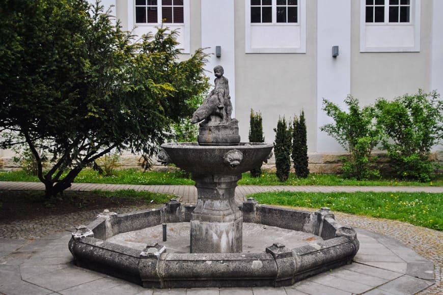 Rzeźba w Polanicy Zdrój zdjęcie Sara blog SunSeasons24