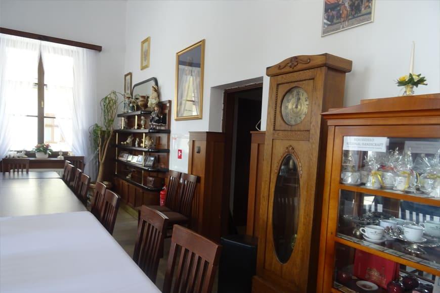 W kawiarni ratuszowej w miasteczku galicyjskim zdjęcie Barbara Jakimowicz-Klein blog SunSeasons24