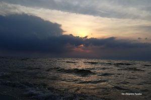 Burzowy zachód słońca. Zdjęcie Zbigniew Pasieka. Blog SunSeasons24