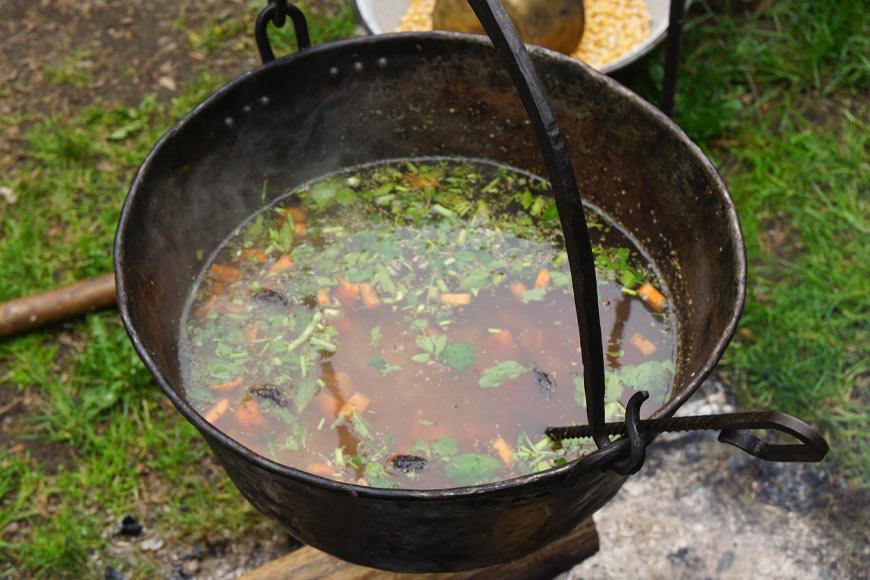 Zupa pokrzywowa na Zamku Czocha. Zdjęcie Barbara Jakimowicz-Klein. Blog SunSeasons24.