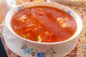 Ostra zupa rybaka, w restauracji U Rybaka, Jastrzębia Góra. Zdjęcie Barbara Jakimowicz-Klein. Blog SunSeasons24