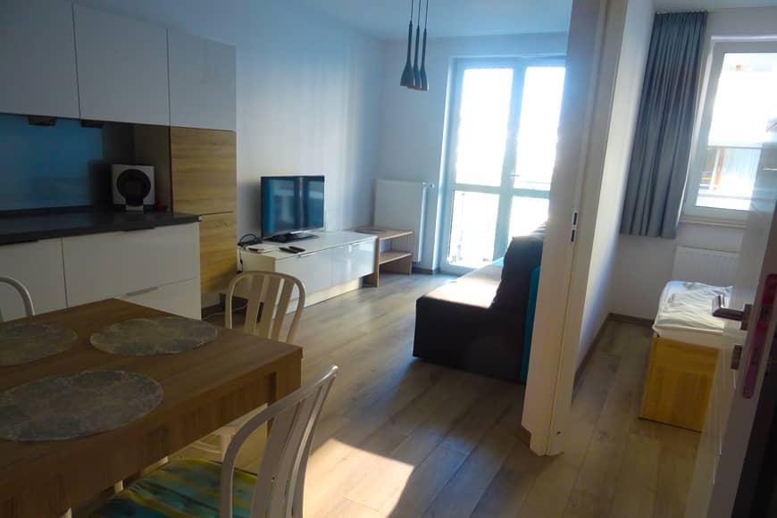 Apartament SEASIDE w Kołobrzegu, widok na salon. Zdjęcie Barbara Jakimowicz-Klein. Blog SunSeasons24