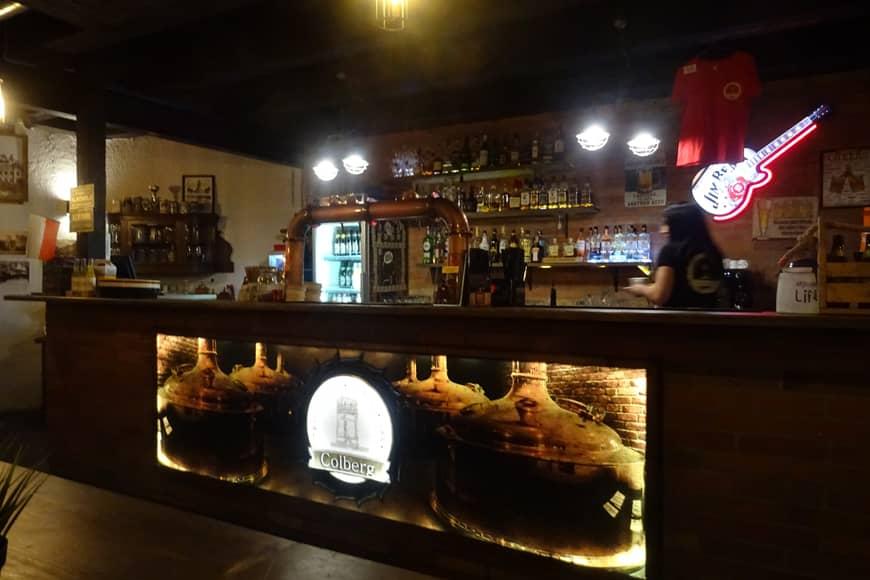 bar w browarze– restauracji Colberg w wieży ciśnień w Kołobrzegu. Zdjęcie Barbra Jakimowicz-Klein. Blog SunSeasons24.