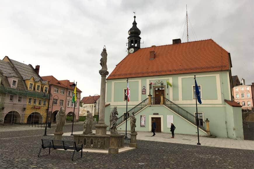 Ratusz w Lubomierzu. Zdjęcie Zbigniew Pasieka. Blog SunSeasons24