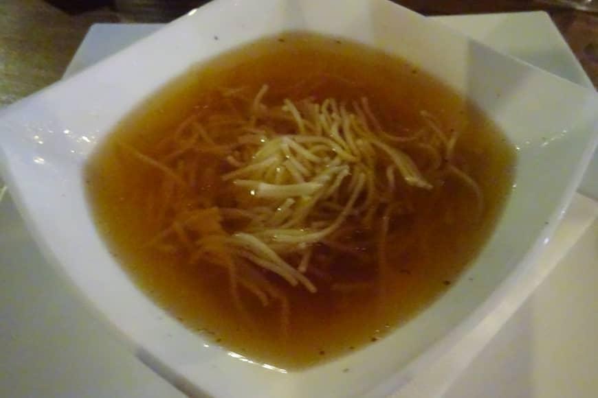Rosół z makaronem w restauracji Colberg . Zdjęcie Barbara Jakimowicz-Klein. Blog SunSeasons24