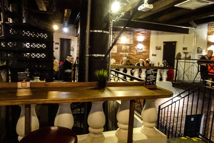 Wnętrze browaru – restauracji Colberg w wieży ciśnień w Kołobrzegu. Zdjęcie Barbara Jakimowicz-Klein. Blog SunSeasons24