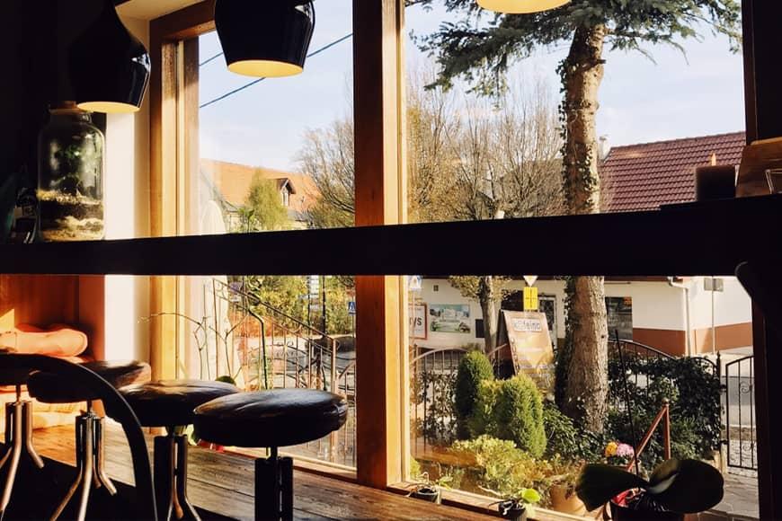 Kawiarnia Kofeina Świeradów Zdrój. Zdjęcie Sara. Blog SunSeasons24