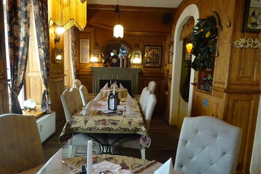 """Wnętrze nr 2 Restauracji """"Pod Winogronami"""" w Kołobrzegu. Zdjęcie Barbara Jakimowicz-Klein. Blog SunSeasons24"""