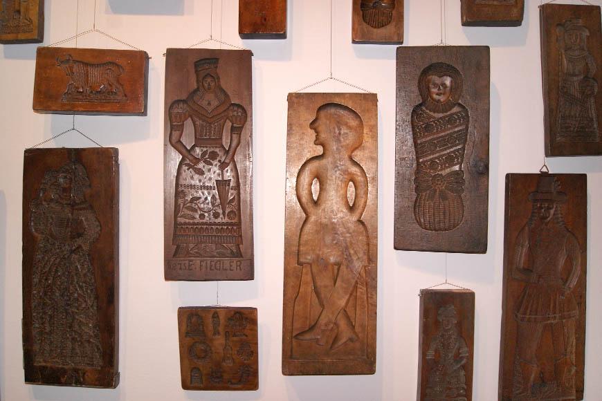 Formy piernikarskie prezentowane w muzeum etnograficznym we Wrocławiu. Zdjęcie Barbara Jakimowicz-Klein. Blog SunSeasons24