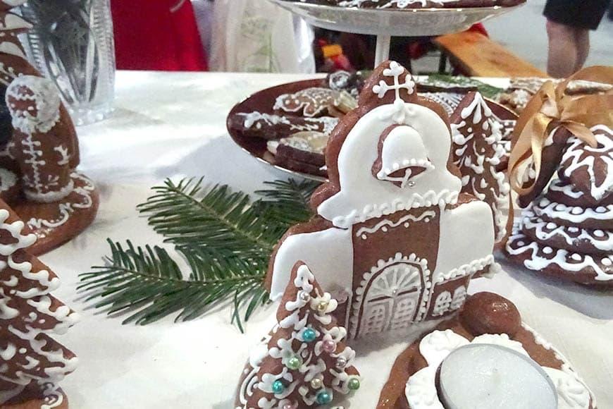 Pierniki prezentowane podczas Polsko-Czeskiego Jarmarku Bożonarodzeniowego w Ścinawce Średniej w grudniu 2019 roku. Zdjęcie Barbara Jakimowicz-Klein. Blog SunSeasons24