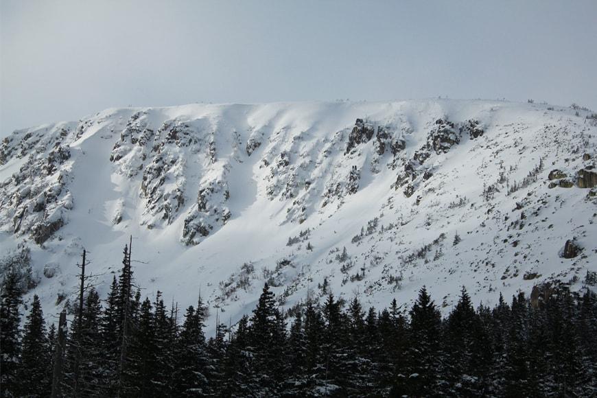 Śnieżny grzbiet Karkonoszy. Zdjęcie pixabay.com. Blog SunSeasons24