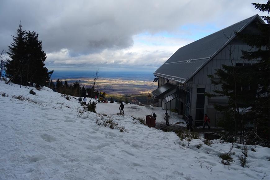 Stacja górnej kolei gondolowej na Stogu Izerskim. Zdjęcie Barbara Jakimowicz-Klein. Blog SunSeasons24