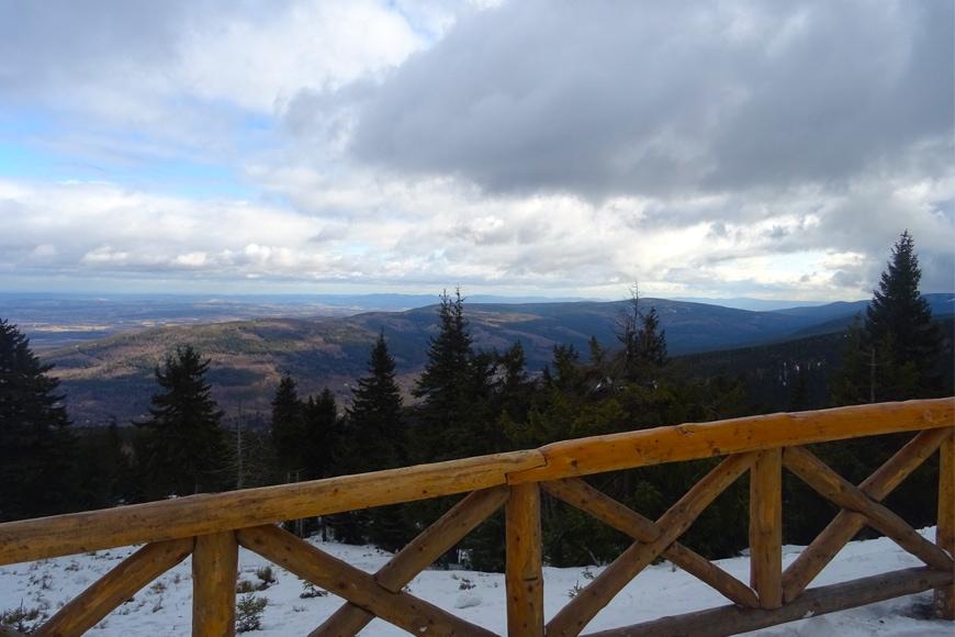 Widok z tarasu widokowego na Stogu Izerskim. Zdjęcie Barbara Jakimowicz-Klein. Blog SunSeasons24