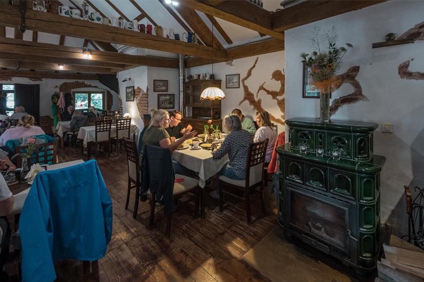 Wnętrze Karczmy Stara Kuźnia. Zdjęcie Wiesław Jurewicz. Blog SunSeasons24